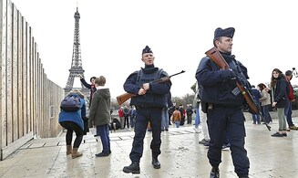 Possible Islamist attack at Eiffel Tower