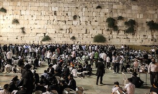 PA news: 'Settlers' are desecrating western wall of Al-Aqsa