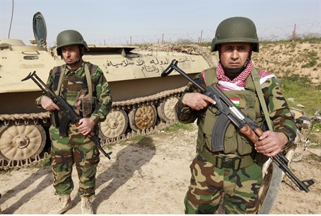 Kurdish peshmerga fighters in Iraq (file)