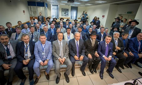 Netanyahu (C) with Russian Jewish community leaders