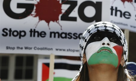 Anti-Israel protester in London (file)