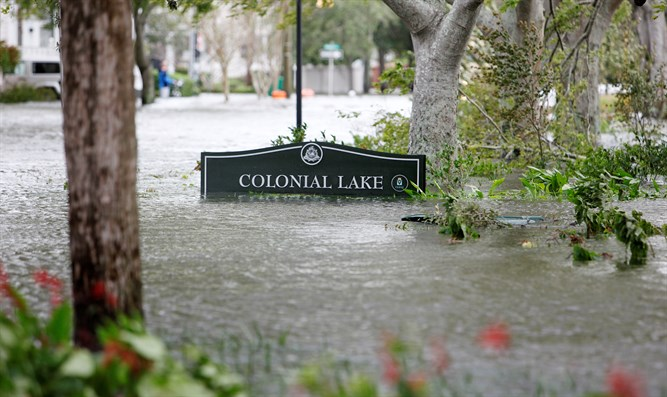 Charleston, South Carolina submerged by Hurricane Matthew