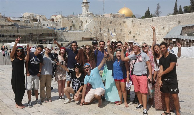 American Jewish tourists at the Kotel (file)
