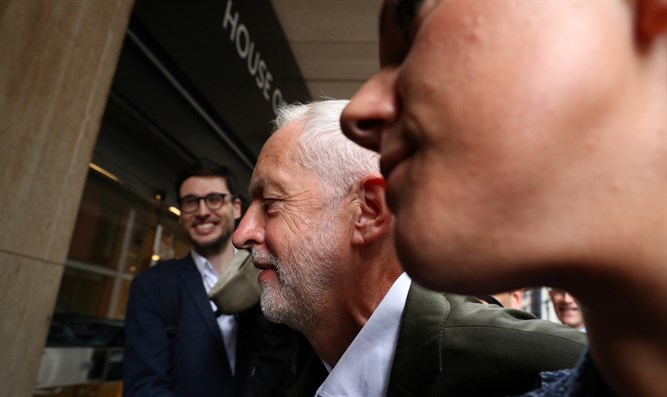 Corbyn attends Labour meeting