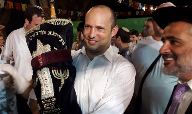 Minister Bennett at second hakafot