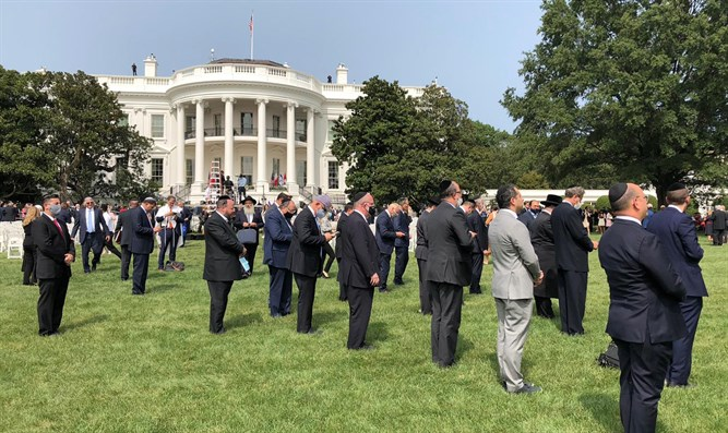 Mincha prayers on the White House lawn