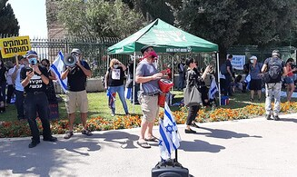 Leftist protester disparages IDF soldier: 'I'll embarrass you'