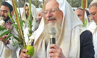 Watch: Sukkot musical Hallel prayers at Tomb of Patriarchs