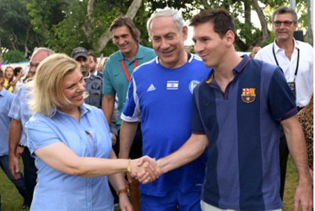 The Netanyahus with Messi
