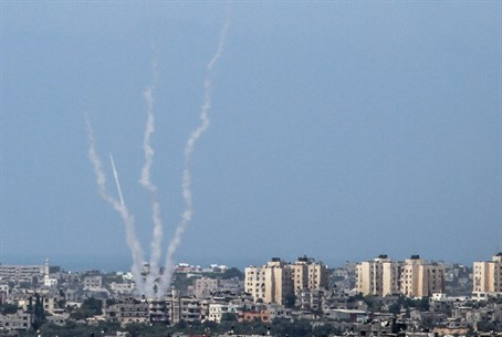 Gaza terrorists fire rockets (file)
