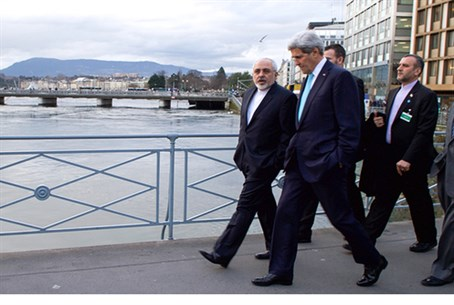 Zarif walks with Kerry
