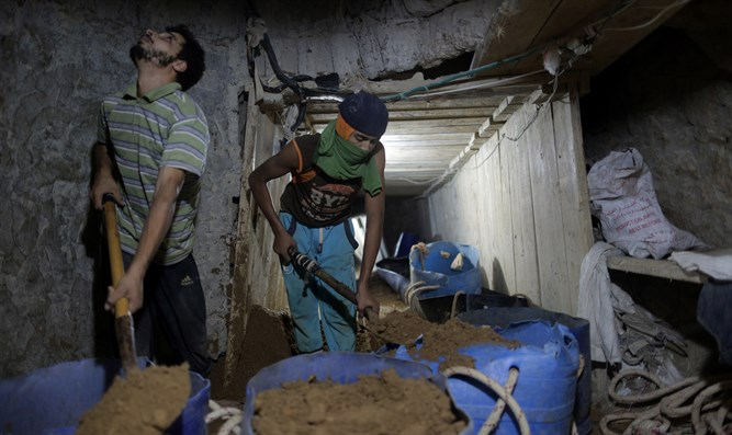 Diggers in Hamas Gaza tunnel