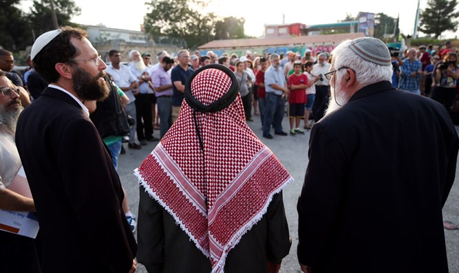 Jews and Arabs pray together in Gush Etzion