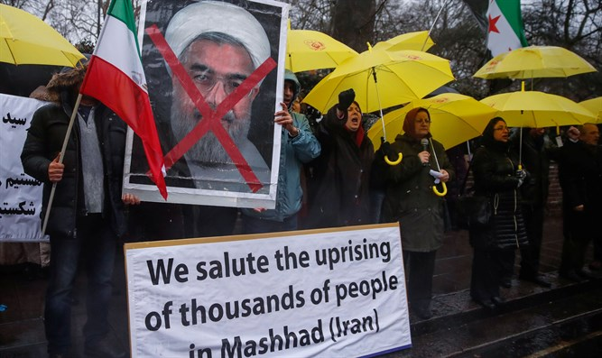 Muslims in London protest in support of Iranians