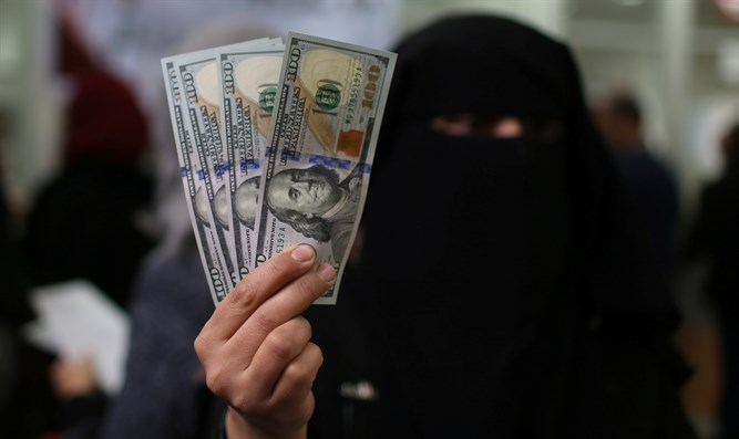Hamas employee after receiving her salary paid by Qatar