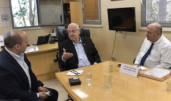 Rivlin and Bennett at Bio Research center