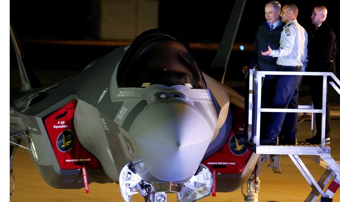PM Netanyahu inspecting F35 fighter jet