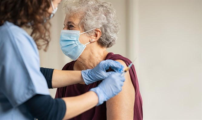 Elderly woman receives vaccine